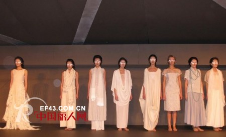 例外女装Exception十五周年庆服装秀太古汇广场揭幕