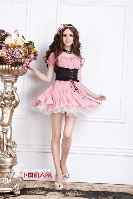 花儿开了夏季新品粉色连衣裙搭配 穿出粉嫩青春