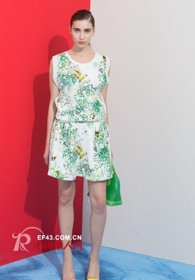 各种款式的裙装怎么穿 裙装小细节蕴藏大靓丽