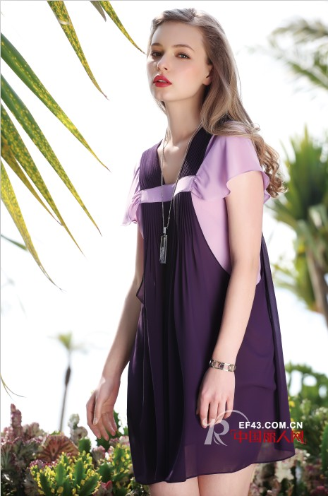 蓝紫色衬衫裙装搭配 双肩背带裙俏皮减龄