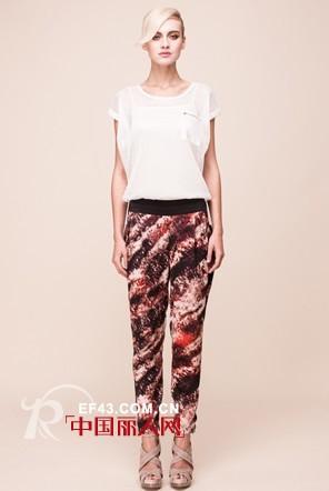 爱城市时尚女装夏季新品  用绚丽色彩渲染艺术时尚