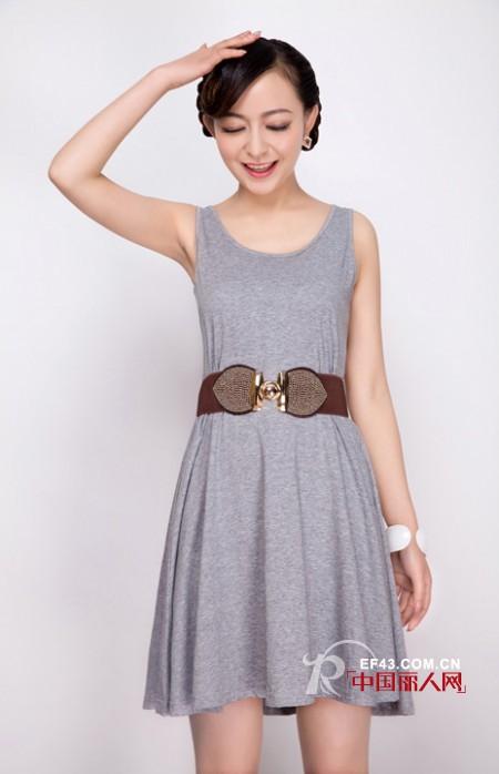 夏季简约轻松的装扮 轻熟范背心裙新款