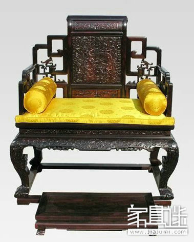 Buying furniture furniture is a man: the throne represents the emperor and the monarch in mahogany furniture