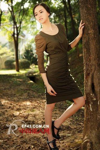 迪薇娜品牌折扣女装绿化服饰创造女人的美丽