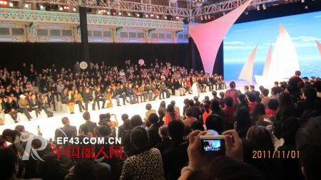 QUEENSTORY出席2011中国国际时装周年度颁奖典礼
