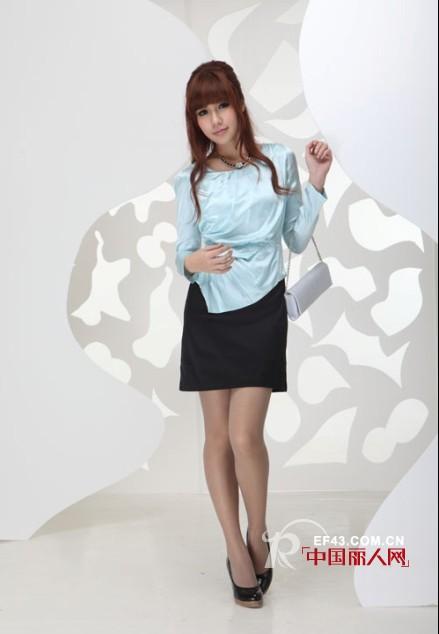 雅诗奴品牌女装  件件都是经典的款式
