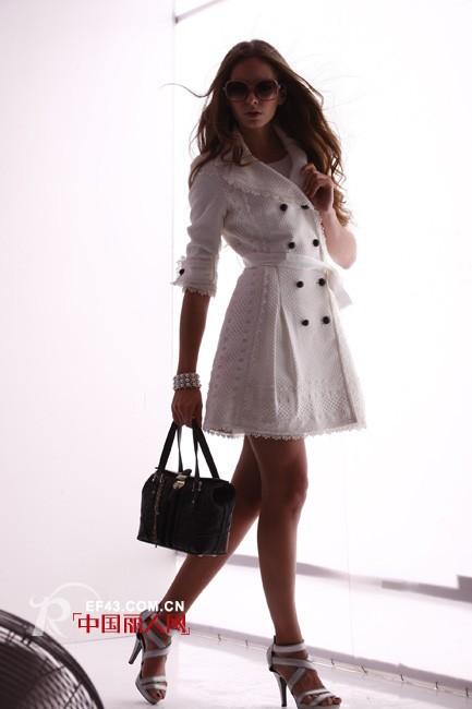 伊娜薇-inuovi品牌女装祝大家在2012年里开心每一天、新年快乐!