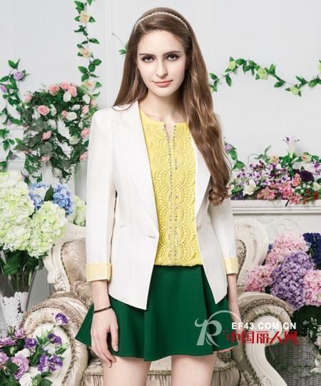 外套和裙子怎么搭配好看 白色外套搭配示范