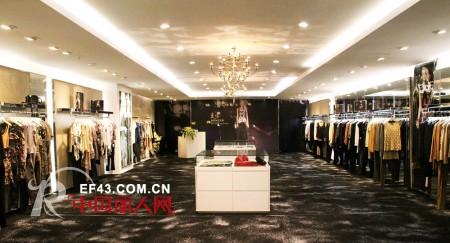 热烈庆祝意大利时尚女装DONEED品牌 2012年春夏时装发布会圆满成功