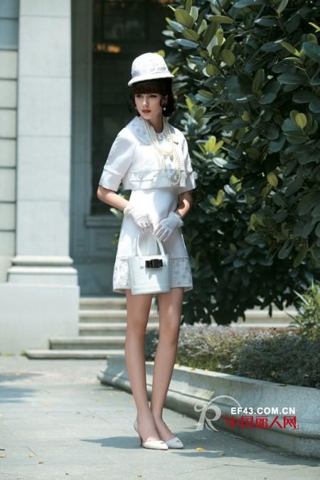 女人穿什么有气质 参加婚宴等正式场合穿什么
