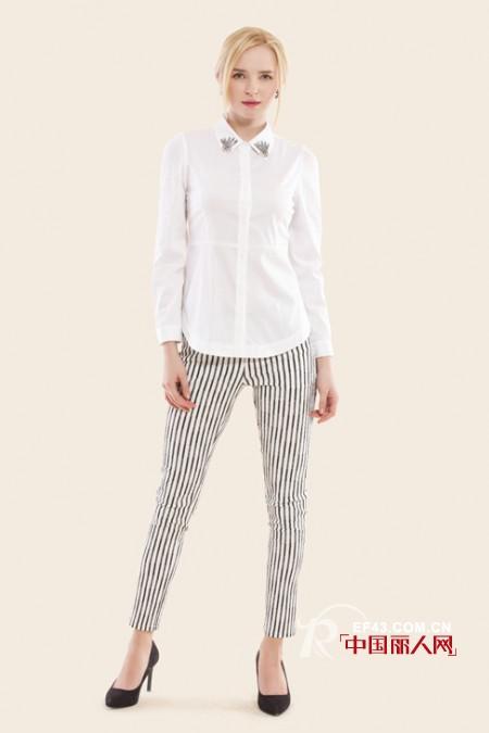 如何拉长腿部线条 条纹裤子巧搭配