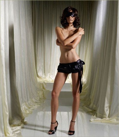 Sisley希思黎内衣大片:花边的性感回归
