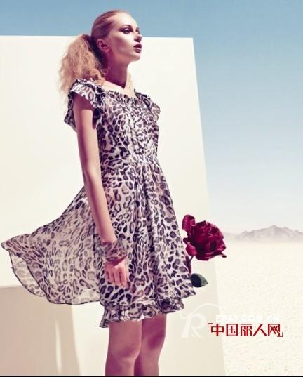 MYMOMENT女装 显示女性高贵优雅、时尚的魅力