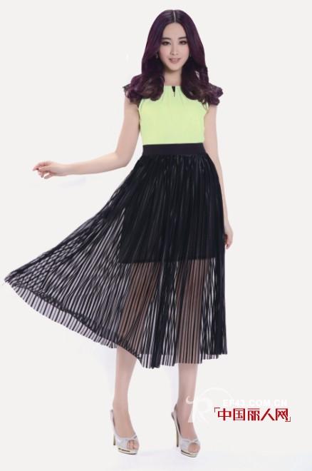 黑色裙子搭配什么上衣更时尚 女装搭配