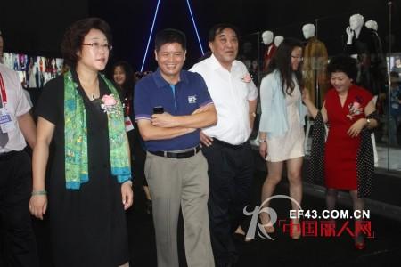 EITIE爱特爱女装闪亮亮相2012深圳服装展