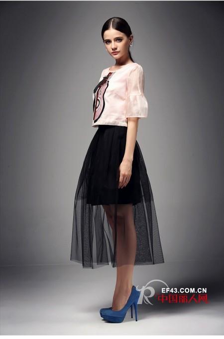 黑色网纱半身裙怎么搭配 印花喇叭袖雪纺衫新款