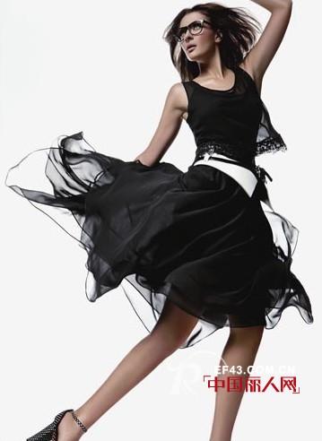 """玛诗可时尚女装  在""""少""""与""""多""""之间寻求平衡"""