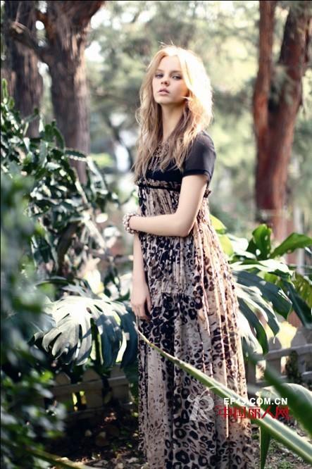 天衣布品女装   多种元素构造时尚音符