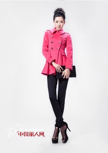 玫红色服装怎么搭配好 羽绒服 呢子风衣款式搭配