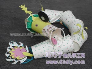 Various forms of paper cup dragon