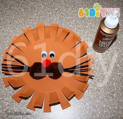 Paper tray lion making illustration
