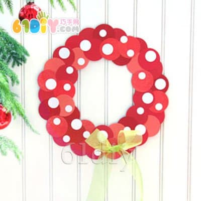 Simple round paper making christmas wreath