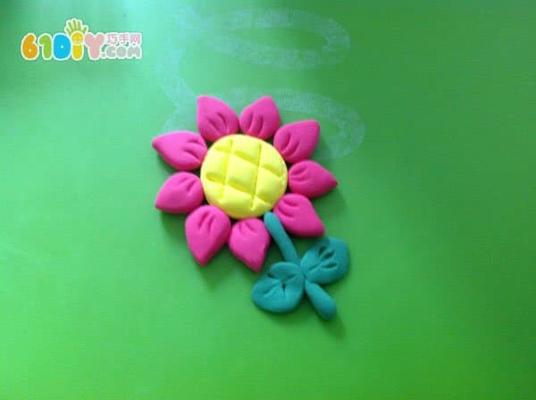 Play color clay: small flower production