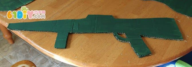 Waste cardboard making toy gun