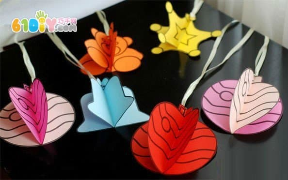 Making three-dimensional Christmas ornaments with paper