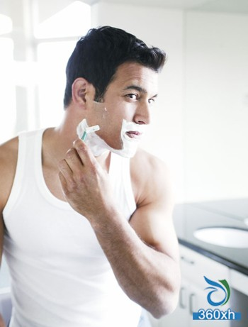 Men's shaving method makes you clean and white