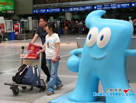 旅客玩花样携带打火机 安全隐患不能被忽视