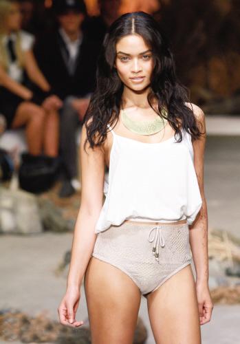澳大利亚春夏时装周之泳装也复古