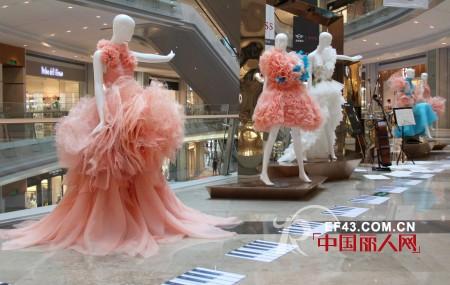 粉蓝衣橱女装 让时装回归艺术的本质