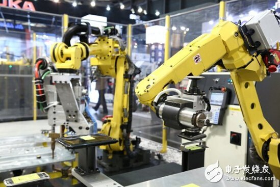 The domestic industrial robot industry is small and scattered, and the central and low-end application robots are concentrated.