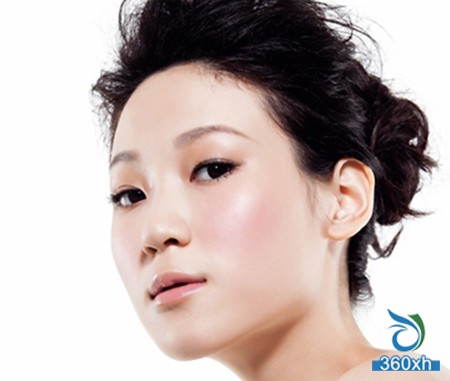 Use BB cream to create a light and nude makeup