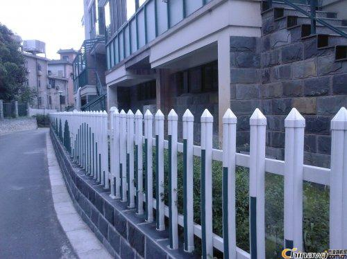 Brief introduction of hot-dip galvanized steel guardrail