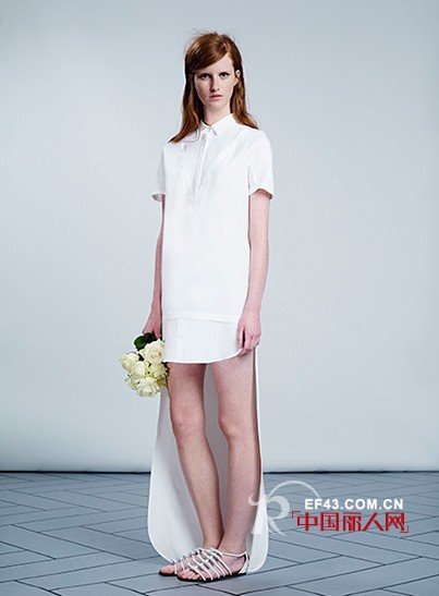 2014维果罗夫(Viktor&Rolf)婚纱系列转身的魅力就在一瞬间