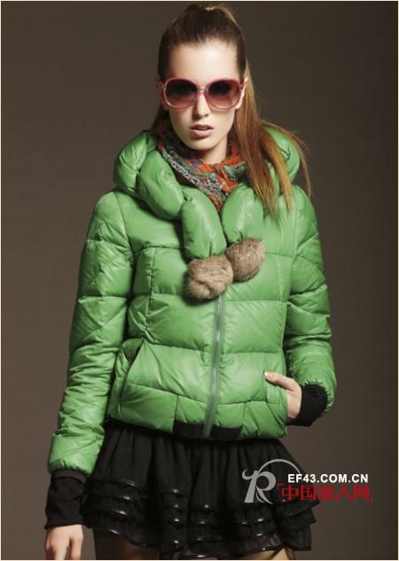 雅梵娜2012羽绒服色彩灵动闪耀冬季街头