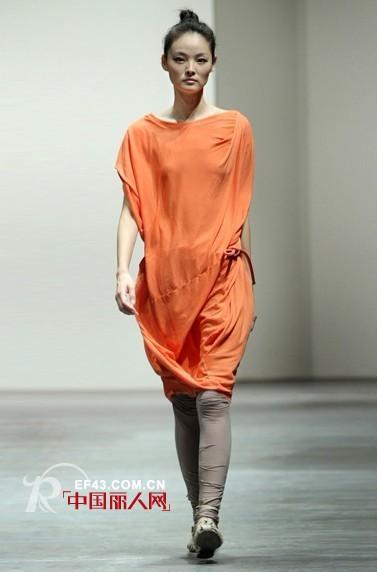 诠释简约的美丽 江南布衣女装