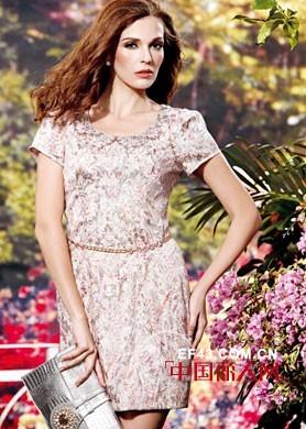 胖女生更受欢迎  高档蕾丝印花裙增加自信