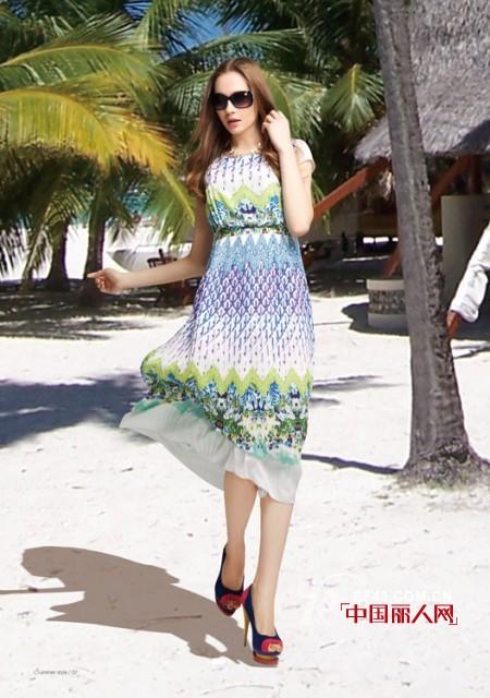 印花衫搭配半身裙 孔雀色连衣裙是什么样的