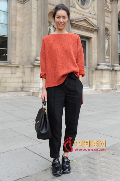 Loose knitwear with slacks