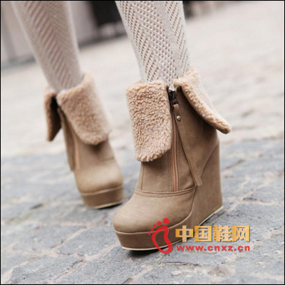 Wedge short boots