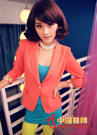 Pink short paragraph suit is very eye-catching