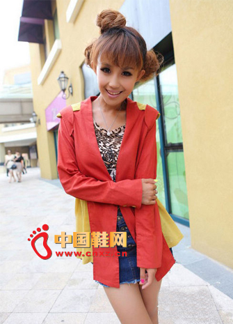 Stylish leopard T-shirt, blue high-waist denim skirt, with long red and yellow stitching suit jacket