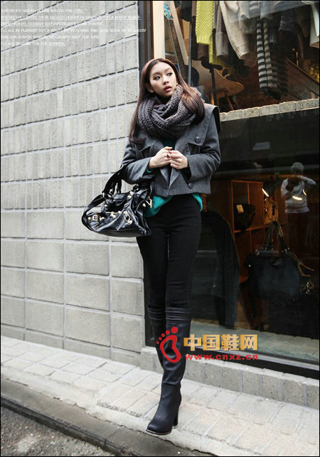 Simple black high boots