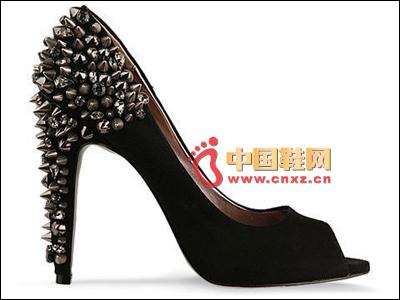 Rivet heel shoe