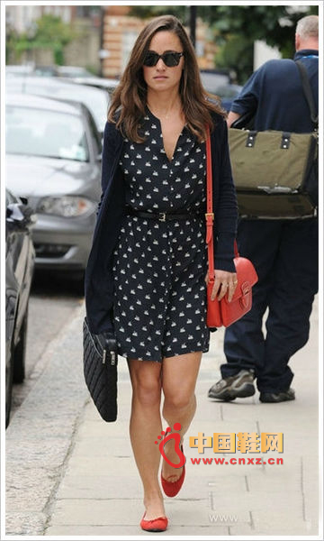 Pippa Middleton's red flat shoes and small bag full of celebrity