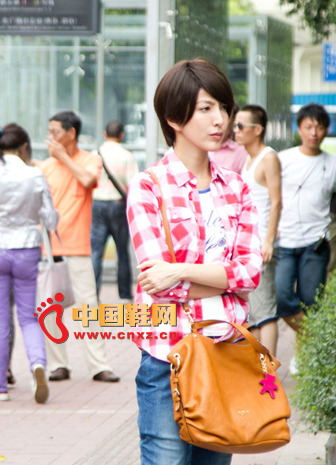 Rose plaid shirt with white T-shirt, simple casual blue jeans, earth-colored messenger bag