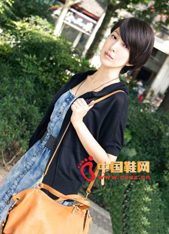 Denim dress with black cardigan, vintage shoulder bag, sweet and moving style